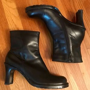 Kenneth Cole Reaction Black Bootie